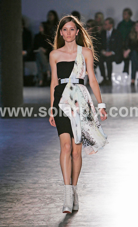 **ALL ROUND PICTURES FROM SOLARPIX.COM**.**NO UK NEWSPAPER PUBLICATION **UK MAGAZINE PUBLICATION ONLY** AND NO PUBLICATION IN FRANCE, SCANDINAVIA, AUSTRALIA AND GERMANY** .The Jonathan Saunders catwalk show at London Fashion Week.JOB REF:4745-SFE       DATE:17_09_07 .**MUST CREDIT SOLARPIX.COM OR DOUBLE FEE WILL BE CHARGED* *UNDER NO CIRCUMSTANCES IS THIS IMAGE TO BE REPRODUCED FOR ANY ONLINE EDITION WITHOUT PRIOR PERMISSION*