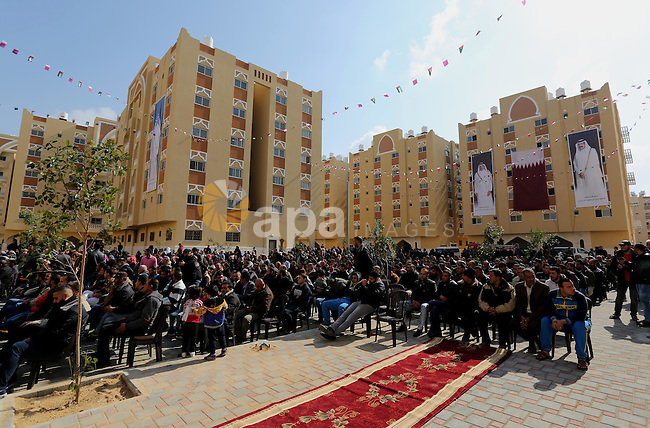 Palestinians attend the ceremony of the second phase of the Sheikh Hamad Town, in Khan Younis in the southern Gaza strip, on February 11, 2017. Photo by Ashraf Amra