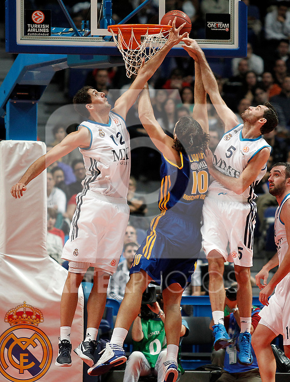 Real Madrid's Nikola Mirotic (l) and Rudy Fernandez (r) and BC Khimki MR's Kresimir Loncar during Euroleague 2012/2013 match.November 23,2012. (ALTERPHOTOS/Acero)