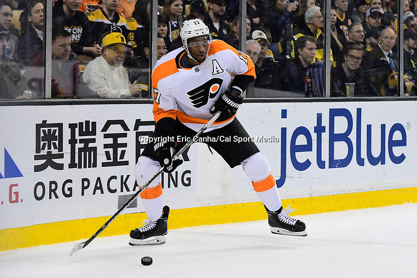 March 8, 2018: Philadelphia Flyers right wing Wayne Simmonds (17) plays the puck in the corner during the NHL game between the Philadelphia Flyers and the Boston Bruins held at TD Garden, in Boston, Mass. Boston defeats Philadelphia 3-2 in regulation time. Eric Canha/CSM