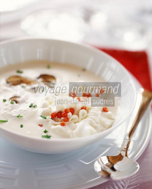 """Europe/Suisse/Saanenland/Schönried: Soupe de bolets au sureau [de montagne] - Recette de Michel Von Siebenthal-Buck chef de """"L'Alpenrose"""""""