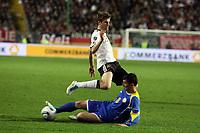 Thomas Mueller (D) wird von Farkhadbek Irismetov (KZA) vom Ball getrennt