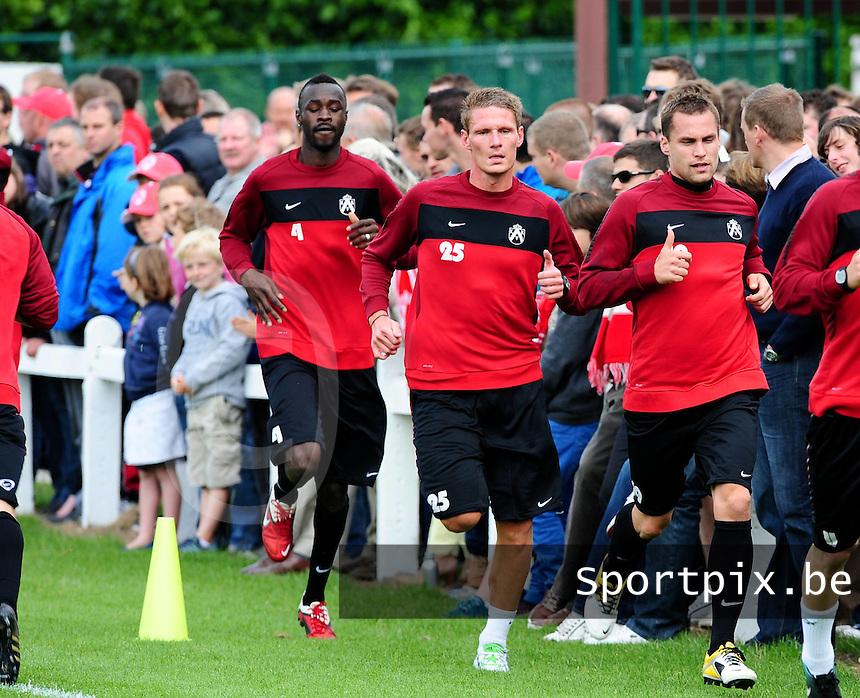 Eerste training KV Kortrijk : 3 nieuwkomers in de spurt : Ismaila N'Diaye (links) , David Vandenbroeck (midden) en Peter Czvitkovics (rechts)..foto VDB / BART VANDENBROUCKE