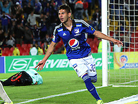 BOGOTA - COLOMBIA - 30-08-2015: Jhonatan Agudelo jugador de Millonarios  celebra su gol contra  Aguilas Doradas    durante partido  por la fecha 9 de la Liga Aguila II 2015 jugado en el estadio Nemesio Camacho El Campin . /Jhonatan Agudeloplayer of Millonarios celebrates his goal  against  of Aguilas Doradas during a match for the ninth date of the Liga Aguila II 2015 played at Nemesio Camacho El Campin stadium in Bogota  city. Photo: VizzorImage / Felipe Caicedo / Staff.