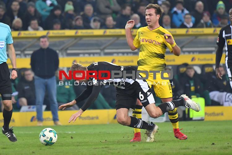 18.02.2018, Borussia Park, M&ouml;nchengladbach, GER, 1. FBL., Borussia M&ouml;nchengladbach vs. Borussia Dortmund<br /> <br /> im Bild / picture shows: <br /> Christoph Kramer (Gladbach #6),  gefoult von Mario Goetze (Borussia Dortmund #10), <br /> <br /> Foto &copy; nordphoto / Meuter