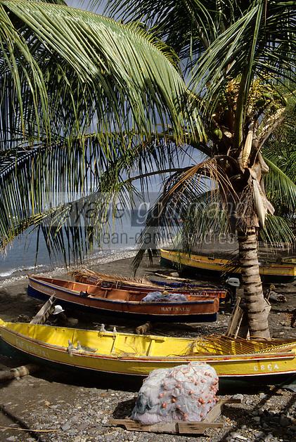 France/DOM/Martinique/Bellefontaine: Les barques de pêche