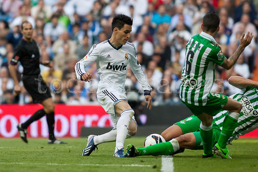foul on the edge of the penalty area to Callejon