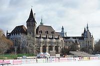 SCHAATSEN: BOEDAPEST: Essent ISU European Championships, 06-01-2012, Vajdahunyad Castle, kasteel in Citypark Boedapest, ©foto Martin de Jong