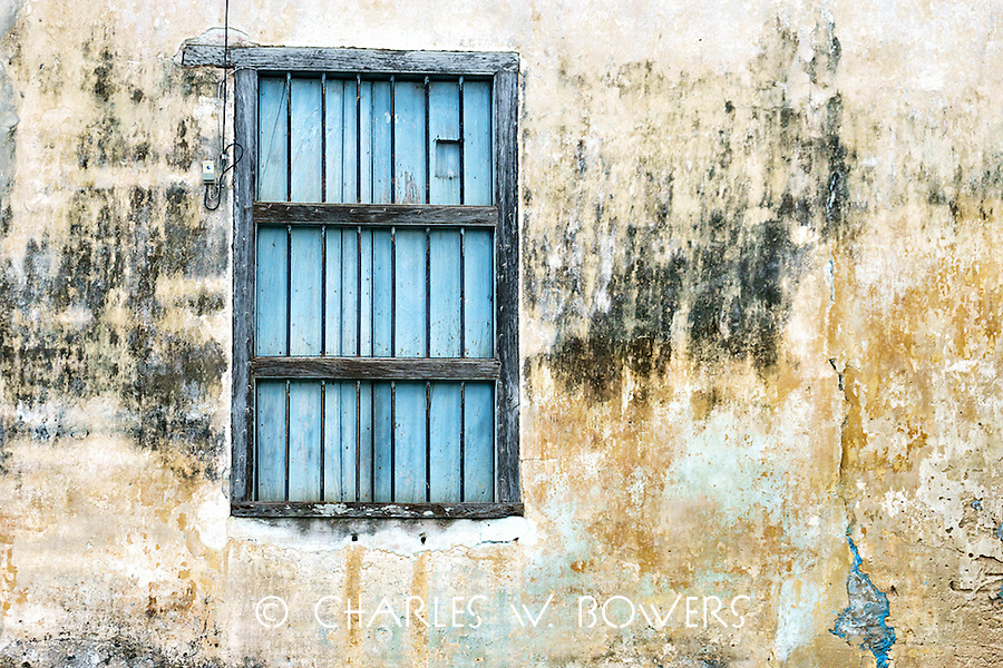 Everyday Cuba building suffer from lack of repair<br />