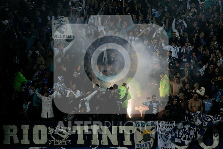 FC Porto's supporters ligth a flare during UEFA Champions League match, February 24, 2009. (ALTERPHOTOS/Alvaro Hernandez).
