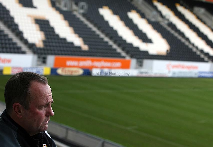 Photo: Paul Thomas..Hull FC media day ahead of the Super League Grand Final. 12/10/2006...Peter Sharp, Hull head coach.