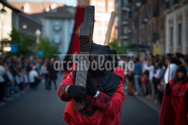 VALLADOLID, APRIL, 17, 2014. Penitents of precious blood brotherhoods, CofradÌa de la PreciosÌsima Sangre, take part in a Holy Week procession in Valladolid, Spain, Thursday, April 17, 2014. Holy week in Valladolid is known for the more than 20 sculptures, from the National Museum of Esculptur, which are said as a street museum, and the more than 19 brotherhoods which take part in differents processions during the week.. Patricio Realpe/Archivolatino