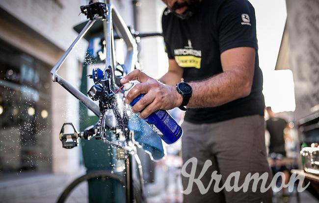 Team Mitchelton-Scott mechanics at work<br /> <br /> Stage 15: Tineo to Santuario del Acebo (154km)<br /> La Vuelta 2019<br /> <br /> ©kramon