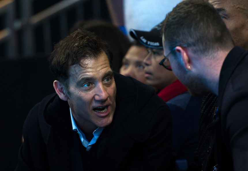 Actor Clive Owen at the Novak Djokovic game against Andy Murray of Great Britain in their men&rsquo;s singles Final match today - Andy Murray def Novak Djokovic 6-3, 6-4<br /> <br /> Photographer Ashley Western/CameraSport<br /> <br /> International Tennis - Barclays ATP World Tour Finals - Day 8 - Sunday 18th November 2016 - O2 Arena - London<br /> <br /> World Copyright &copy; 2016 CameraSport. All rights reserved. 43 Linden Ave. Countesthorpe. Leicester. England. LE8 5PG - Tel: +44 (0) 116 277 4147 - admin@camerasport.com - www.camerasport.com