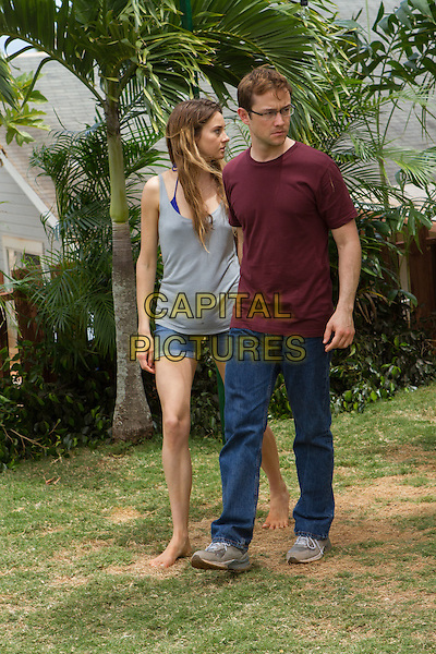 Snowden (2016) <br /> Joseph Gordon-Levitt &amp; Shailene Woodley  <br /> *Filmstill - Editorial Use Only*<br /> CAP/KFS<br /> Image supplied by Capital Pictures