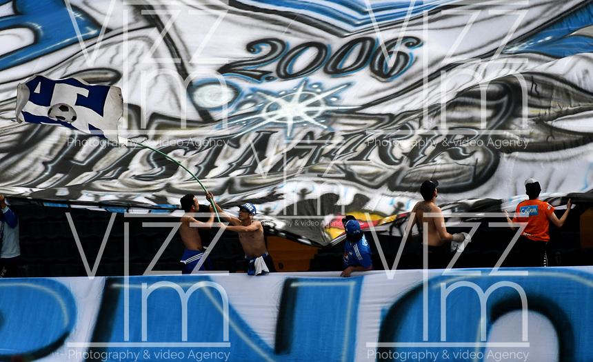 BOGOTÁ - COLOMBIA, 16–02-2019: Hinchas de Millonarios animan a su equipo durante partido de la fecha 5 entre Millonarios y Atlético Huila, por la Liga Águila I 2019, jugado en el estadio Nemesio Camacho El Campín de la ciudad de Bogotá. / Fans of Millonarios cheer for their team during a match of the 5th date between Millonarios and Atletico Huila, for the Aguila Leguaje I 2019 played at the Nemesio Camacho El Campin Stadium in Bogota city, Photo: VizzorImage / Luis Ramírez / Staff.