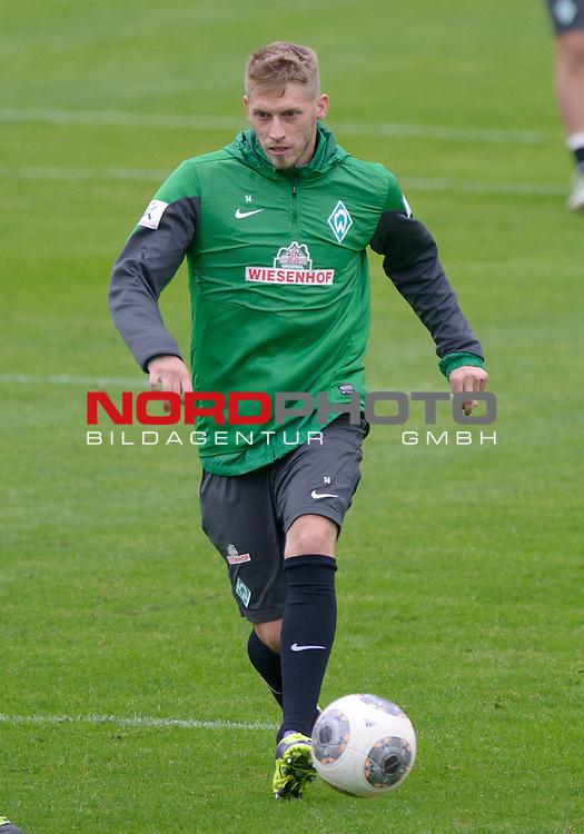 25.09.2013, Trainingsgelaende, Bremen, GER, 1.FBL, Training Werder Bremen, im Bild Aaron Hunt (Bremen #14)<br /> <br /> Foto &copy; nph / Frisch