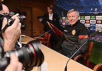 FUSSBALL  CHAMPIONS LEAGUE  ACHTELFINALE  HINSPIEL  2012/2013      CF Real Madrid - Manchester United FC         12.02.2013 Pressekonferenz Trainer Sir Alex Ferguson (Manchester United FC) mit Fotografen