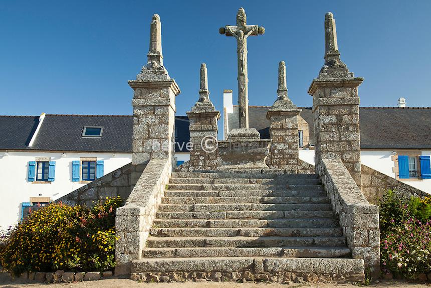 France, Morbihan (56), Belz, île de Saint-Cado, calvaire sur la place de la chapelle // France, Morbihan, Belz, ile de Saint Cado (Saint Cado's Island), calvary on the site of the chapel
