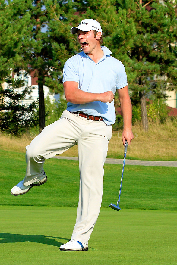 Scott Henry (SCO) sinks a 25ft birdie putt to force a playoff during the final round of the Kazakhstan Open played at Zhailjau Golf Resort, Almaty on September 16, 2012 in Almaty, Kazakhstan.(Picture Credit / Phil Inglis)