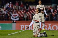 SÃO PAULO, SP, 05 DE SETEMBRO DE 2013 - CAMPEONATO BRASILEIRO - SÃO PAULO x CRICÚMA: Rodrigo Caio (d) durante partida São Paulo x Criciúma, válida pela 18ª rodada do Campeonato Brasileiro de 2013, disputada no estádio do Morumbi em São Paulo. FOTO: LEVI BIANCO - BRAZIL PHOTO PRESS.