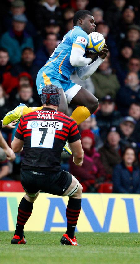 Photo: Richard Lane/Richard Lane Photography. Saracens v London Wasps. Aviva Premiership. 04/11/2012. Wasps' Christian Wade wins a high ball.