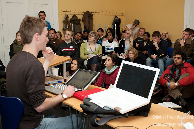 Thomas Spencer holds a session at the Conference of Youth, COP 15, Denmark (©Robert vanWaarden