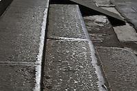 """""""Les constructeurs d'acqueducs conduisent l'eau à leur gré; ceux qui fabriquent des flèches les façonnent, les charpentiers tournent le bois selon leur gré; les sages se contrôlent eux-mêmes"""" (ext. du Dhammapada, Vers sur la loi, l'un des plus célèbres textes bouddhiques)."""