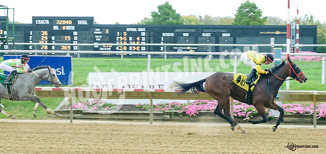 Spare the Kid winning at Delaware Park on 10/17/15