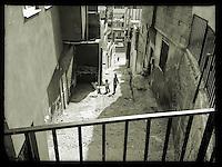 Strassenszene in der tuerkischen Stadt Sanliurfa nahe der Grenze zu Syrien.<br /> 15.10.2015, Sanliurfa/Tuerkei<br /> Copyright: Christian-Ditsch.de<br /> [Inhaltsveraendernde Manipulation des Fotos nur nach ausdruecklicher Genehmigung des Fotografen. Vereinbarungen ueber Abtretung von Persoenlichkeitsrechten/Model Release der abgebildeten Person/Personen liegen nicht vor. NO MODEL RELEASE! Nur fuer Redaktionelle Zwecke. Don't publish without copyright Christian-Ditsch.de, Veroeffentlichung nur mit Fotografennennung, sowie gegen Honorar, MwSt. und Beleg. Konto: I N G - D i B a, IBAN DE58500105175400192269, BIC INGDDEFFXXX, Kontakt: post@christian-ditsch.de<br /> Bei der Bearbeitung der Dateiinformationen darf die Urheberkennzeichnung in den EXIF- und  IPTC-Daten nicht entfernt werden, diese sind in digitalen Medien nach §95c UrhG rechtlich geschuetzt. Der Urhebervermerk wird gemaess §13 UrhG verlangt.]