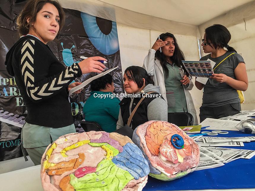 Querétaro, Qro. 1 de febrero de 2017.- la Federacón de Estaudiantes del estado de Querétaro (FEUQ), inauguró la primera Feria de la Salud en la explanada de la Rectoría del Campus Cerro de las Campanas. En esta feria participaron diversas instituciones relacionadas con el ramo de salud, jóvenes que brindaron sus servicios de manera gratuita.