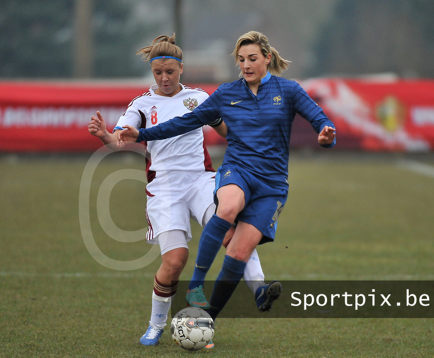 France U19 - Russia U19 : French Claire Lavogez on the ball before Russian Anastasia Efimova (C) (left).foto DAVID CATRY / Nikonpro.be