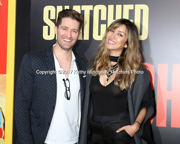 """LOS ANGELES - MAY 10:  Matthew Morrison, Renee Puente at the """"Snatched"""" World Premiere at the Village Theater on May 10, 2017 in Westwood, CA"""