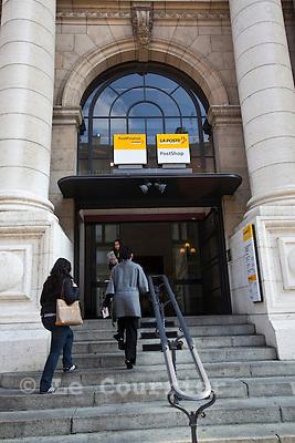 Genève, le 13.04.2010.Entrée de la poste du Mont-blanc..© Le Courrier / J.-P. Di Silvestro