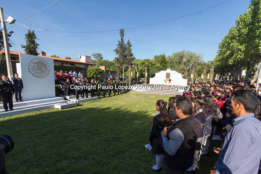 San Juan del Río.,Qro. 13 de septimbre del 2017.- En el marco del 170 aniversario de la gesta heroica de los niños de Chapultepec, el coronel de la 17a zona militar de San Juan del Río rindió los honores a la bandera en el monumento a los personajes, ubicado en las inmediaciones del puente de la historia.