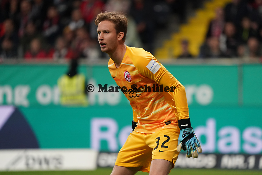 Torwart Frederik Rönnow (Eintracht Frankfurt) - 18.10.2019: Eintracht Frankfurt vs. Bayer 04 Leverkusen, Commerzbank Arena, <br /> DISCLAIMER: DFL regulations prohibit any use of photographs as image sequences and/or quasi-video.