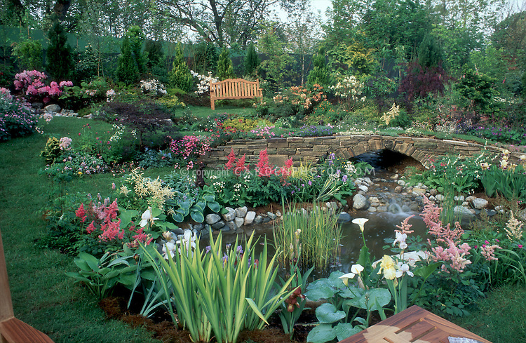 Merveilleux Beautiful Garden Landscape With Bench, Water Feature, Terracing, Flowering  Plants 4172