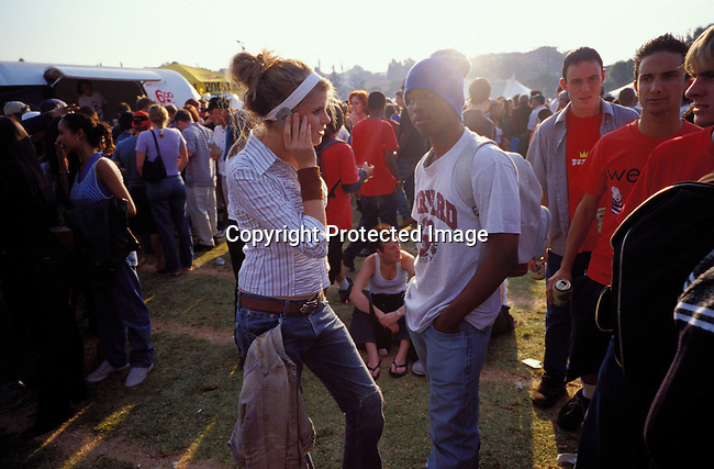 dicommu00109  JOHANNESBURG, SOUTH AFRICA - : Unidentified people dancing and partying at a music festival  in Johannesburg, South Africa. Teenagers. Mix race. Cell phone, communication.(Photo: Per-Anders Pettersson/iAfrika Photos