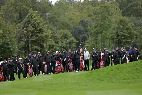 20 September 2006: The whole American team watch Tiger Woods hitting his approach shot to the 4th green during practice for The 2006 Ryder Cup played at The K Club, Straffan, County Kildare, Ireland. Photo: Glyn Kirk/Actionplus....060920 golf golfer teamwork