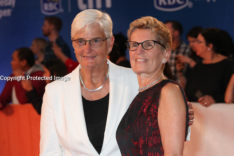 PREMIER OF ONTARIO KATHLEEN WYNNE WITH HER WIFE JANE ROUNTHWAITE - RED CARPET OF THE FILM 'THE EDGE OF SEVENTEEN' - 41ST TORONTO INTERNATIONAL FILM FESTIVAL 2016 IN TORONTO, 17/09/2016. # FESTIVAL INTERNATIONAL DU FILM DE TORONTO 2016