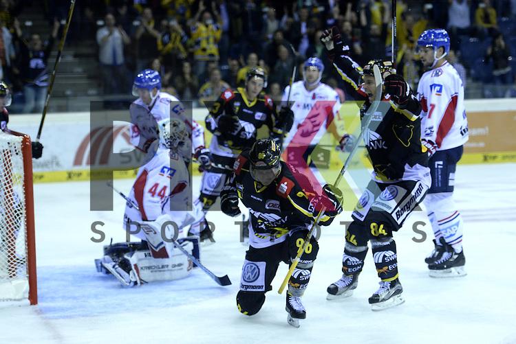 1. Spieltag der DEL Saison 2016/17 &ndash; Krefeld Pinguine vs. Adler Mannheim (16.09.2016) /#96 Lukas Koziol (KEV) im Spiel in der DEL, Krefeld Pinguine (schwarz) &ndash; Adler Mannheim (weiss).<br /> <br /> Foto &copy; PIX-Sportfotos.de *** Foto ist honorarpflichtig! *** Auf Anfrage in hoeherer Qualitaet/Aufloesung. Belegexemplar erbeten. Veroeffentlichung ausschliesslich fuer journalistisch-publizistische Zwecke. For editorial use only.