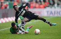 FUSSBALL   1. BUNDESLIGA   SAISON 2012/2013    26. SPIELTAG SV Werder Bremen - Greuther Fuerth                        16.03.2013 Zlatko Junuzovic (li, SV Werder Bremen) und Abdul Rahman Baba (re, Greuther Fuerth) im Kampf um den Ball