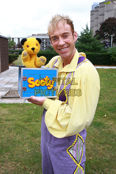 """RICHARD CADELL .Cast photocall for """"Snow White and the Seven Dwarves"""", Fairfields Hall, Croydon, England, UK, .30th September 2009..panto pantomime character dressed-up costume  Half length sooty puppet yellow shirt purple .CAP/MAR.©Martin Harris/Capital Pictures"""