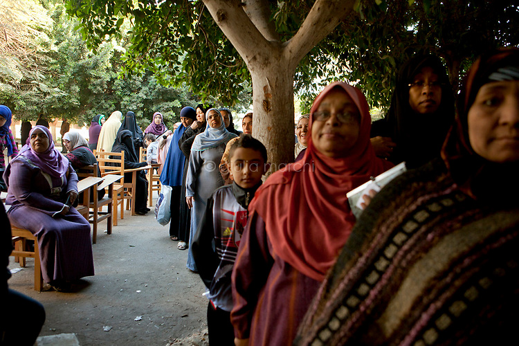 Egypt / Cairo / 22.12.2012 / Women line up to cast their ballots during the second day of the constitutional referendum, in a polling center in Imbaba's neighbourhood. © Giulia Marchi