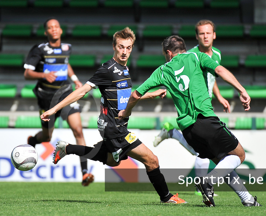 KSV Roeselare - Grand Leez : Giovanni Delannoy in duel met Kevin Nieus (5)<br /> foto VDB / Bart Vandenbroucke