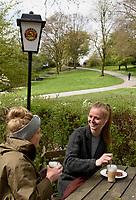Bier- und Kaffeegarten Altonas Balkon, Hamburg, Deutschland, Europa<br /> Beer and Coffee gardenAltonas Balkon, Hamburg, Germany, Europe
