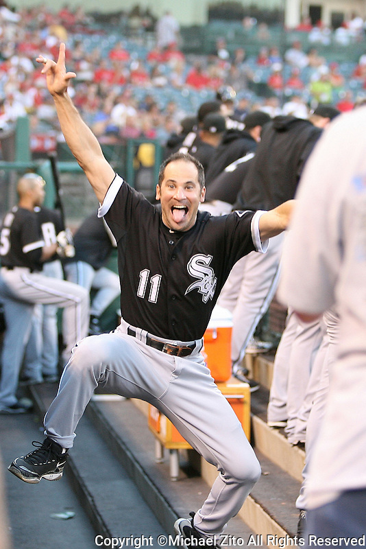 09/25/10 Anaheim, CA: Chicago White Sox third baseman Omar Vizquel #11 during an MLB game between the Los Angeles Angels and the Chicago White Sox. The White Sox defeated the Angels 6-2.