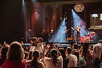 """SÃO PAULO, SP, 18.12.2018 - SHOW-SP - Rapaz é pedid em casamento durante o show  da Sandy """"Nos Voz Eles"""" no Credicard Hall em São Paulo, nesta terça-feira, 18 (Foto: Bruna Grassi/Brazil Photo Press)"""