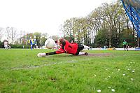 VOETBAL: BOIJL: Sportpark VV Boijl, 29-04-2012, Boijl - De Blesse, 3e klasse B, De bal glipt langs keeper Tim van der Aa (#1 De Blesse) en Sieger Oost (#9 Boijl) scoort, Eindstand 2-1, ©foto Martin de Jong