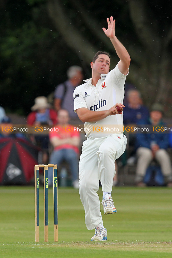 Jesse Ryder in bowling action for Essex - Derbyshire CCC vs Essex CCC - LV County Championship Division Two Cricket at Queen's Park, Chesterfield - 07/07/14 - MANDATORY CREDIT: Gavin Ellis/TGSPHOTO - Self billing applies where appropriate - 0845 094 6026 - contact@tgsphoto.co.uk - NO UNPAID USE